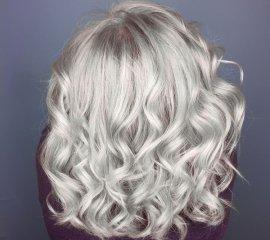 Блондирование волос средней длины